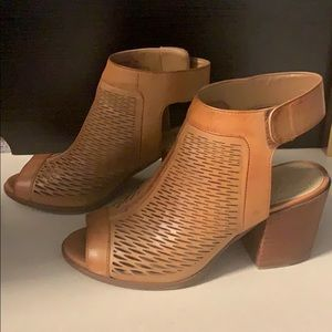 Vince Camino Lavette Leather Block Heel Sandal- 7m